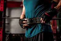 Harbinger Pro WristWrap Fitnesshandschoenen Lifestyle 4