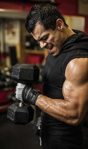 Harbinger bioform wristwrap fitness handschoenen - grey black sfeerfoto workout