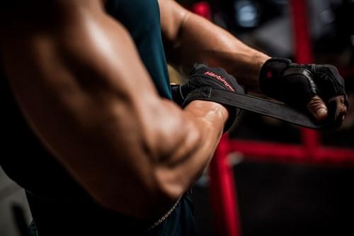 harbinger pro wristwrap fitnesshandschoenen sfeerbeeld 2